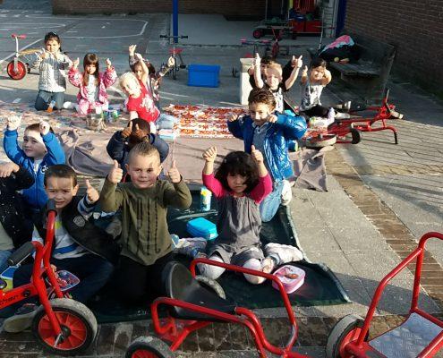 Openbare basisschool Aquamarijn | Dronten | Onderbouw | Picknicken