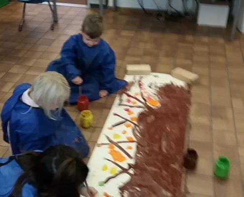 Openbare basisschool Aquamarijn | Dronten | Onderbouw | Herfstboom verven
